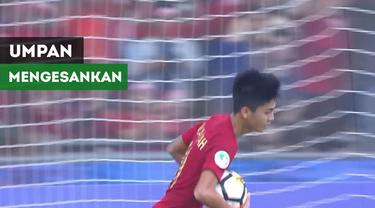 Berita video umpan mengesankan David Maulana berbuah gol untuk Timnas Indonesia U-16 ke gawang Australia yang ditorehkan Rendy Juliansyah pada perempat final Piala AFC U-16 2018, Senin (1/10/2018).