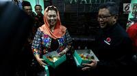 Suasana pertemuan Direktur Eksekutif The Wahid Institude Yenny Wahid dengan Sekjen PDIP Hasto Kristiyanto di kantor The Wahid Institude, Jalan Taman Amir Hamzah No 8 Menteng, Jakarta Pusat,  Senin (5/2). (Liputan6.com/JohanTallo)