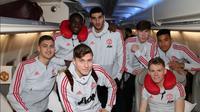 James Garner (belakang dua dari kanan) ikut menjalani training camp Manchester United (MU) di Dubai. (Twitter Man Utd)