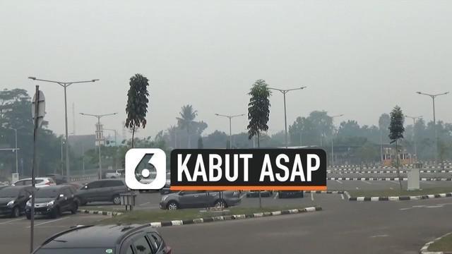 Kabut asap kembali menyelimuti Jambi pagi ini. Akibatnya jarak pandang penerbangan menjadi terganggu, dan sejumlah pesawat batal mendarat di Jambi.