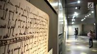Salah satu koleksi mushaf Alquran yang dipamerkan di Museum Bayt Al-Quran, Jakarta, Minggu (19/5/2019). Bayt Al-Quran menampilkan sejarah diturunkannya Alquran mulai dari diturunkannya kepada Nabi Muhammad SAW hingga digital. (merdeka.com/Iqbal Nugroho)