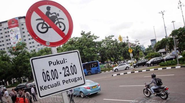 Sepeda motor kembali melintasi jalan MH Thamrin, setelah MA mencabut Pergub DKI Jakarta no 195 tahun 2014, tentang pembatasan lalu lintas