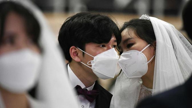 Pernikahan massal dengan menggunakan masker di Korea Selatan