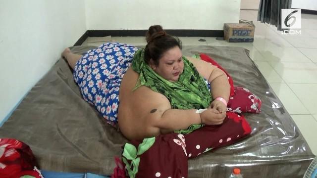 Tim dokter akan melakukan operasi pengecilan lambun Titi Wati. Target para dokter, berat badan Titi akan turun 15-20 Kg per bulan.