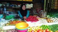 Harga sejumlah bahan pangan di Pasar Grogol Jakarta Barat terpantau turun signifikan di awal bulan ini. (Liputan6.com/Fiki Ariyanti)