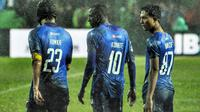 Tiga pemain, yakni Hamka, Konate dan Alfarizi tak tergantikan di Arema. (Bola.com/Iwan Setiawan)