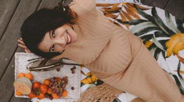 Meskipun sedang hamil tua, Acha lebih memilih untuk menghabiskan waktunya di luar ruangan dan menikmati bekal piknik yang ia bawa. Artis kelahiran 30 Juni 1989 ini tinggal di Sidney, Australia. (liputan6.com/IG/@achasinaga)