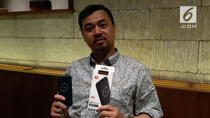 Powerbank wireless produksi vendor lokal Delcell. (Liputan6.com/ Agustin S. Wardani)