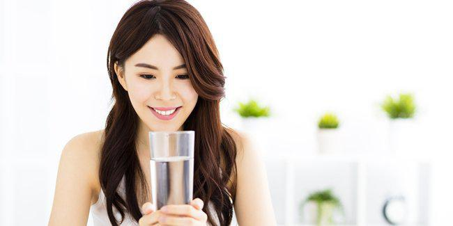 Air putih bantu turunkan berat badan cepat/copyright Shutterstock.com