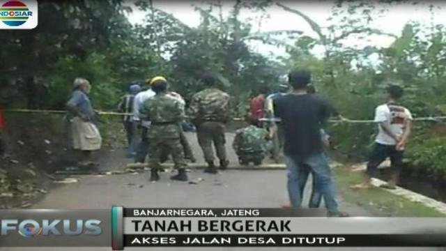 Selain diminta mengungsi warga juga diminta menuutup akses jalan Desa karena berpotensi rawan longsor.