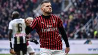 Penyerang AC Milan, Ante Rebic, berhasil mencetak dua gol sekaligus membantu timnya menang 3-2 atas Udinese pada laga pekan ke-20 Serie A, di San Siro, Minggu (19/1/2020). (AFP/Marco Bertorello)