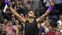 Rafael Nadal merayakan kemenangan atas Diego Schwartzman pada perempat final AS Terbuka 2019 di Arthur Ashe Stadium, Rabu (4/9/2019) atau Kamis siang WIB. (AFP/Don Emmert)