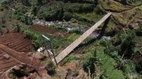 Judesa ialah jembatan gantung untuk pejalan kaki ataupun pesepeda motor di pedesaan. (Dok Kementerian PUPR)