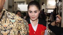 Aktris Jennifer Dunn bersiap menjalani sidang lanjutan di PN Jakarta Selatan, Kamis (7/6). Dalam sidang tersebut, JPU menolak pembelaan terdakwa kasus penyalahgunaan narkotika Jennifer Dunn. (Liputan6.com/Immanuel Antonius)