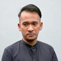 Salah satu artis yang hadir dalam acara pernikahan putri Presiden Joko Widodo adalah Ruben Onsu. Presenter dan pemeran itu datang bersama istrinya, Sarwendah Tan. Ia merasa beruntung. (Nuwahyunan/Bintang.com)