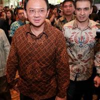 Ahok berharap banyak pelajar dan pegawai Pemprov DKI yang menonton film tentang kehidupan BJ Habibie. (Bintang.com/Adrian Putra)