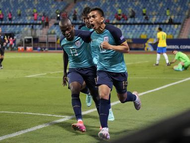 Ekuador pastikan diri melaju ke babak 16 besar Copa America setelah menahan imbang Brasil pada laga pamungkas fase Grup B. Seperti juga Ekuador, Brasil berhasil melaju ke babak selanjutnya dengan rekor tak terkalahkan di fase grup. (Foto: AP/Ricardo Mazalan)