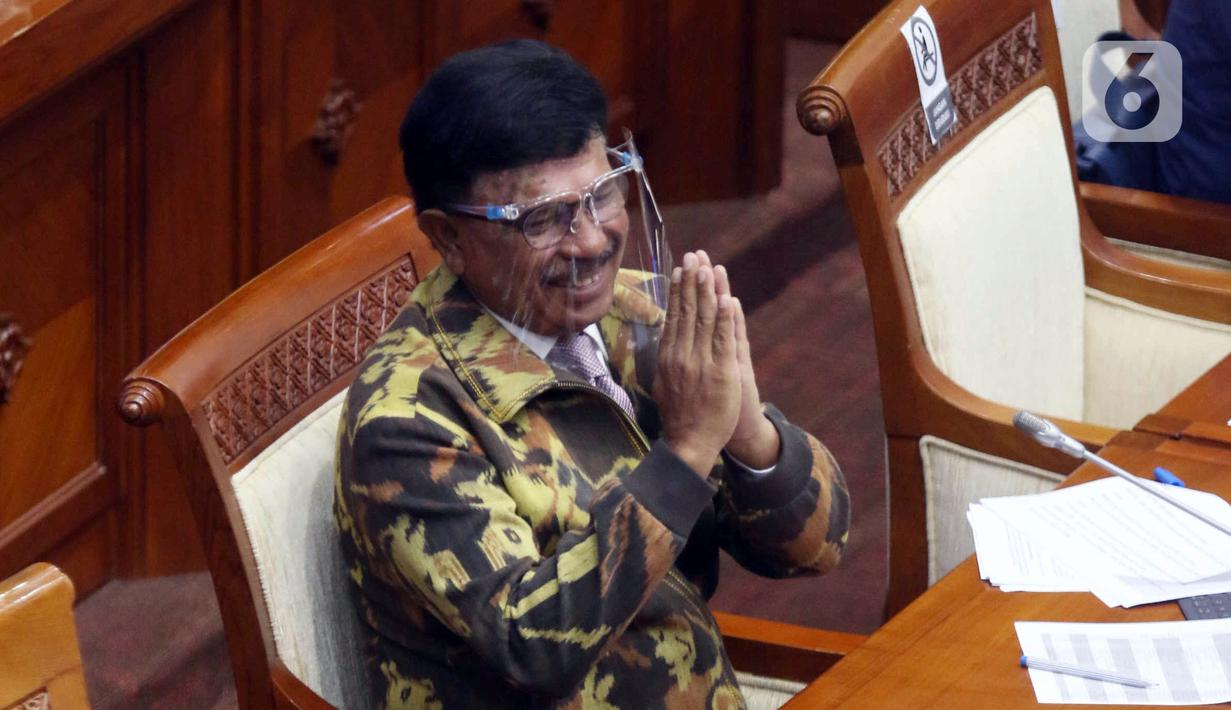 Menkominfo Johnny G Plate saat mengikuti rapat kerja dengan Komisi I DPR di Kompleks Parlemen, Jakarta, Rabu (7/4/2021). Rapat kerja tersebut membahas mengenai tata kelola 5G dan berakhirnya keanggotaan Dewas LPP RRI Periode 2016-2021. (Liputan6.com/Angga Yuniar)