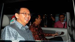 Keduanya meninggalkan Balai Kota pukul 09.04 WIB, Rabu (14/5/2014). Ahok bersama Jokowi menumpangi mobil dinas Jokowi, Toyota Innova hitam dengan nopol 1124 BH (Liputan6.com/Herman Zakharia).