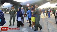 Kepulangan atlet paralayang fasi Jawa Timur yang menjadi korban gempa di Palu tiba di Pangkalan Lanud Abdulrahman Saleh. Minggu, 30/9/2018. (Times Indonesia/Tria adha)