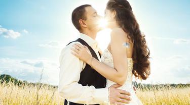 Jatuh Cinta Dengan Suami Orang Bahagia Tapi Sengsara