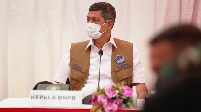 Ketua Satgas COVID-19 Doni Monardo meninjau operasi penyekatan kendaraan mudik di Posko Penyekatan Larangan Mudik Lebaran 2021 KM 31, Gerbang Tol Cikarang Barat 3, Bekasi, Jawa Barat, Rabu (12/5/2021). (Tim Komunikasi Satgas COVID-19)