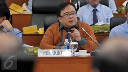 Menkeu Bambang Brodjonegoro ketika mengikuti rapat kerja dengan Badan Anggaran (Banggar) DPR RI di Kompleks Parlemen, Senayan, Jakarta (17/2). Rapat tersebut membahas situasi perekonomian 2015 dan proyeksi perekonomian pada 2016. (Liputan6.com/JohanTallo)