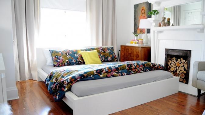 Pilih bantal dan selimut yang nyaman serta motif yang kamu suka. (Via: brightiside.me)