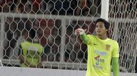 Kiper Borneo FC, M. Ridho, saat pertandingan melawan Persija Jakarta pada laga Liga 1 di SUGBK, Jakarta, Sabtu (14/4/2018). Persija menang 2-0 atas Borneo FC. (Bola.com/M Iqbal Ichsan)