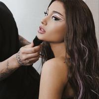 Ariana Grande (Instagram @arianagrande)