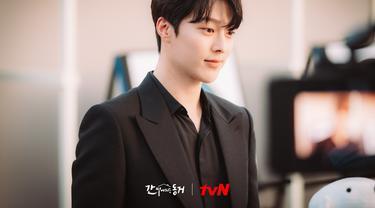 Jang Ki Yong dalam My Roommate Is A Gumiho. (tvN via Soompi)