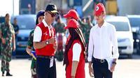 Menteri Sosial RI Agus Gumiwang Kartasasmita saat akan melepas 400 peserta Jelajah Kapal Kepahlawanan di pelabuhan Soekarno Hatta, Makassar.