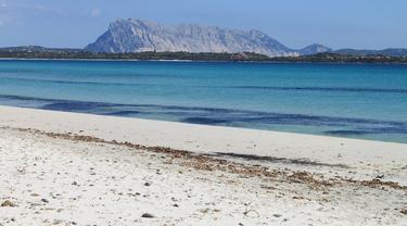 Ancaman Penjara Bagi Turis yang Curi Pasir di Sardinia
