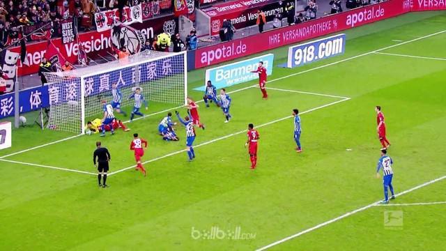 Berita video momen kocak saat Bayer Leverkusen berkali-kali gagal cetak gol dari jarak dekat ke gawang Hertha Berlin. This video presented by BallBall.