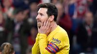 Reaksi striker Barcelona, Lionel Messi usai melewatkan peluang mencetak gol ke gawang Athletic Bilbao pada babak perempat final Copa del Rey di San Mames, Kamis (6/2/2019). Barcelona kandas di babak perempat final Copa del Rey setelah takluk 0-1 di kandang Athletic Bilbao . (AP/Alvaro Barrientos)