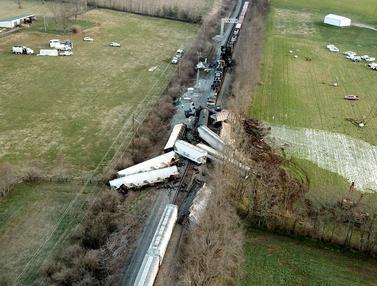 Dua Kereta Barang Terlibat Kecelakaan di Kentucky