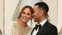 Dilaporkan bahwa John Legend mengalami perampokkan saat berada di bandara. Barang yang diambil berupa pakaian yang berjumlah banyak serta aksesoris yang bernilai ratusan dolar. (AFP/Bintang.com)