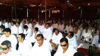 Jemaah haji Indonesia mendengarkan khotbah wukuf di Arafah, Mekah, Arab Saudi. (Liputan6.com/Muhamad Ali)
