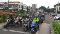 Arus kendaraan menuju kawasan Pumcak, Bogor, Jawa Barat masih lancar, empat jam menjelang penutupan jalur tersebut.