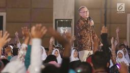 President Director & CEO Indosat Ooredoo Joy Wahjudi berinteraksi dengan para peserta di gelaran Emtek Goes To Campus 2018 di Universitas Negeri Semarang (UNNES), Semarang, Kamis (19/7). (Liputan6.com/Herman Zakharia)
