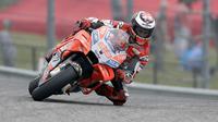 Pembalap Ducati Corse, Jorge Lorenzo berbicara soal gaya balap Marc Marquez jelang MotoGP Spanyol 2018. (AP Photo/Eric Gay)