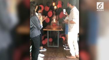 Sebuah pesta ulang tahun berubah jadi mengerikan lantaran balon berisi gas helium meledak saat tiup lilin.