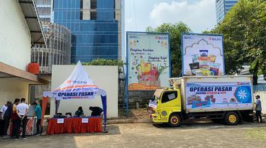 Perum Bulog menggelar Operasi Pasar daging beku di Jakarta guna memastikan ketersediaan pasokan. (Dok Bulog)