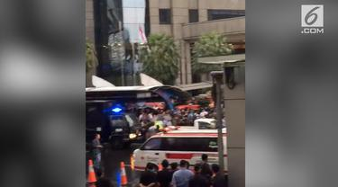 Balkon Atap Tower II Bursa Efek Indonesia (BEI) ambruk. Kondisi terkini, sejumlah orang dikabarkan mengalami luka-luka.