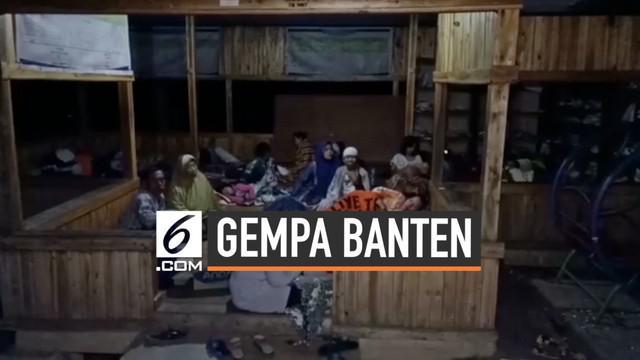 Ratusan warga pesisir pantai Banten mengungsi setelah diguncang gempa magnitudo 6,9. Salah satu lokasi pengungsian berada di kecamatan Angsana.