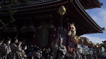 FOTO: Menyaksikan Tarian Naga Jepang di Kuil Sensoji