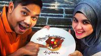 Di hari ulang tahun ke-4 pernikahannya, Indra Bekti dan Dhila justru bagi-bagi hadiah lewat sayembara yang diumumkannya di media sosial.