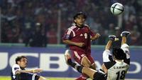 Ilham Jaya Kesuma saat beraksi di Tiger cup 2004 (HOANG DINH NAM / AFP)