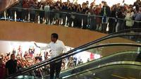 Presiden Jokowi mendapat sambutan meriah saat menyambangi mal Grand Indonesia. (Merdeka.com/Intan Umbari)
