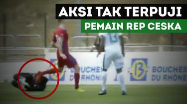 Berita video aksi tak terpuji pemain Republik Ceska kepada kiper Timnas U-19 indonesia dalam Toulon Tournament 2017.